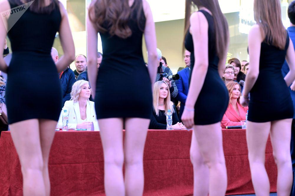 La direttrice generale del concorso Miss Russia, Anastasya Belyak, vincitrice del concorso Miss Russia 2007, vincitrice del concorso internazionale Miss Mondo 2008, Ksenya Sukhinova, e la vincitrice del concorso di bellezza Miss Russia 2006, Tatyana Kotova durante il casting Miss Russia 2020.