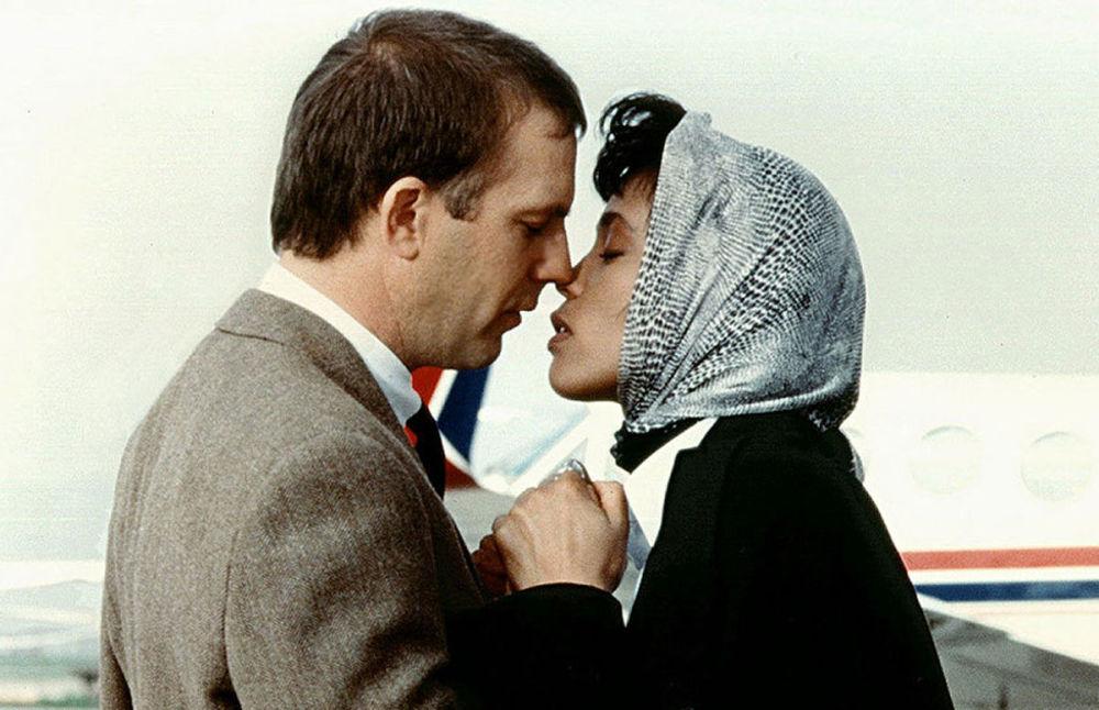 Whitney Houston e Kevin Costner nel film Guardia del corpo, 1992