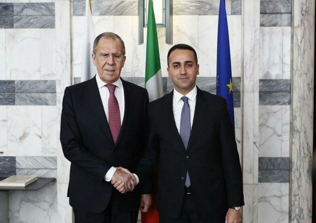 Il ministro degli Esteri russo Sergey Lavrov e il ministro degli Esteri italiano Luigi Di Maio s'incontrano a Roma
