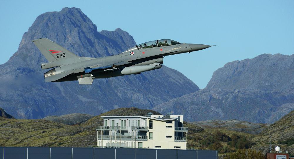 Cacciabombardiere a capacità nucleare F-16 Fighting Falcon