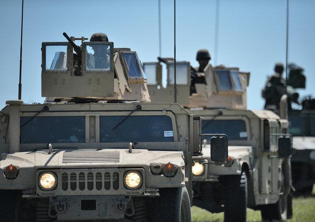 Marines USA durante esercitazioni militari in Romania