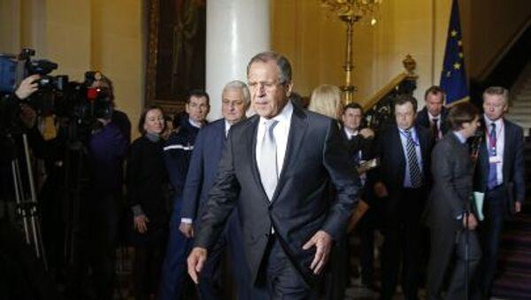 Ministro Lavrov a Parigi dopo gli incontri dei Quattro di Normandia - Sputnik Italia