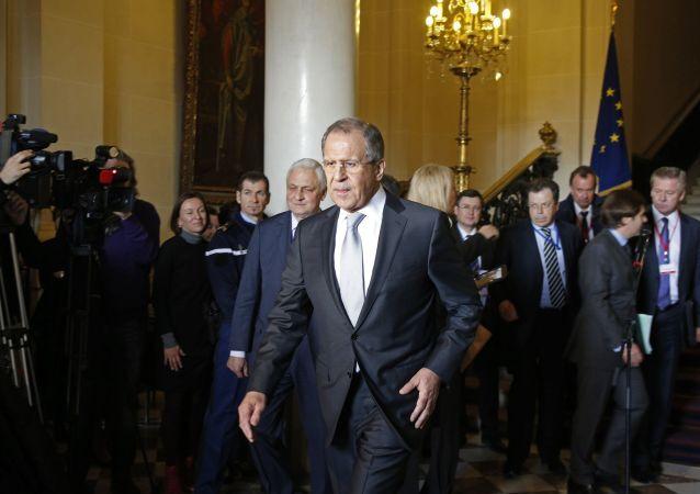 Ministro Lavrov a Parigi dopo gli incontri dei Quattro di Normandia