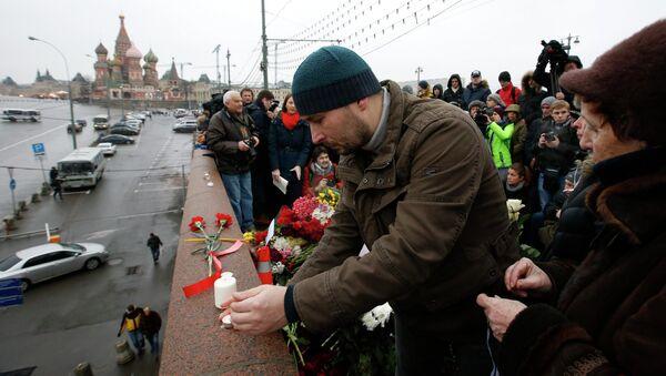Gente sul luogo dell'uccisione di Boris Nemtsov - Sputnik Italia