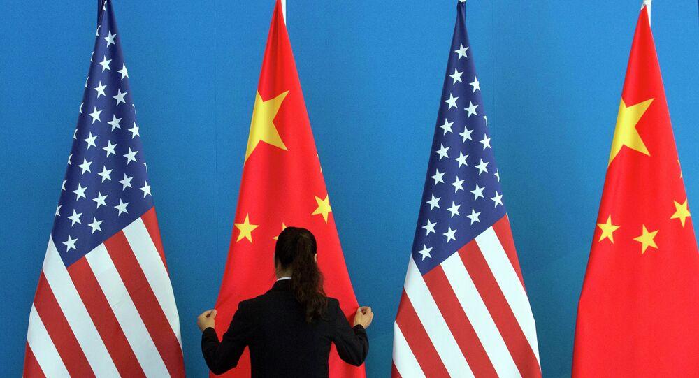 Bandiere Cina e USA
