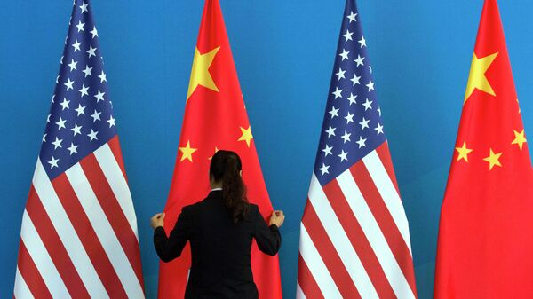 Bandiere Cina e USA - Sputnik Italia
