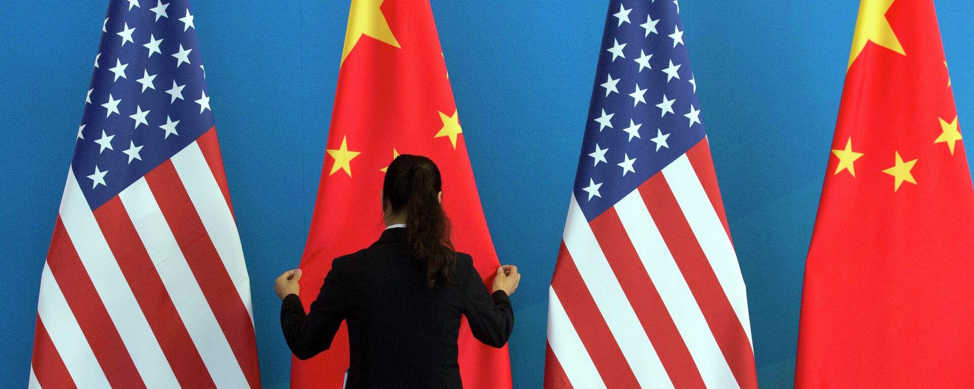 Bandiere Cina e USA - Sputnik Italia, 1920, 11.07.2021