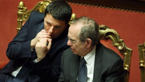 Il primo ministro italiano Matteo Renzi e il ministro per l`Economia e Finanze Pier Carlo Padoan - Sputnik Italia