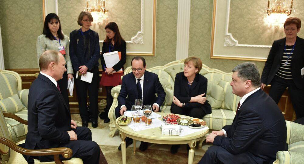 Le trattative in formato di Normandia a Minsk. Il presidente russo Vladimir Putin, francese Francois Hollande, ucraino Petro Poroshenko e la cancelliera tedesca Angela Merkel. Il 11 febbraio 2015