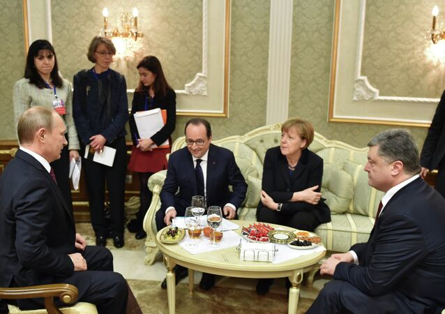 Le trattative in formato di Normandia a Minsk. Il presidente russo Vladimir Putin, francese Francois Hollande, ucraino Petr Poroshenko e la cancelliera tedesca Angela Merkel. Il 11 febbraio 2015