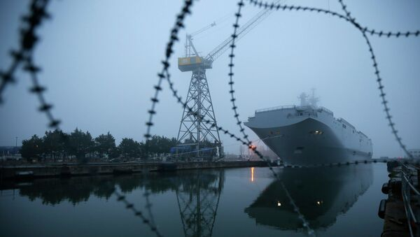 Dovevano essere due le portaelicotteri di produzione francese Mistral destinate alla Russia. - Sputnik Italia