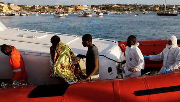 Immigranti da Libia arrivano a Lampedusa - Sputnik Italia