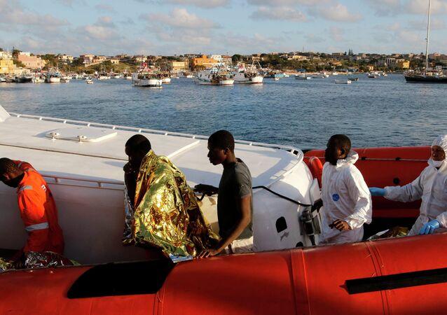 Immigranti da Libia arrivano a Lampedusa