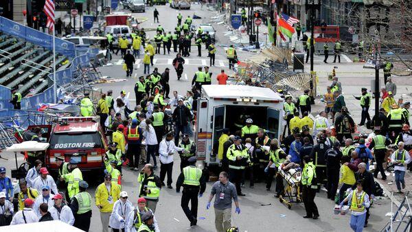 Soccorsi dopo l'esplosione vicino al traguardo della Maratona di Boston - Sputnik Italia
