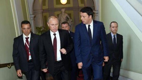 Il presidente russo Vladimir Putin con il premier italiano Renzi - Sputnik Italia