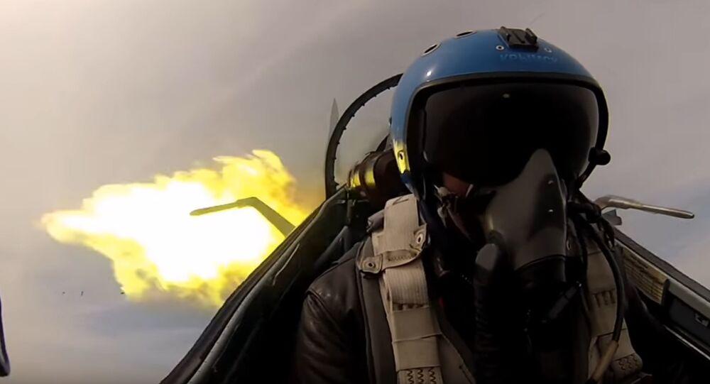 Un pilota di un cacciabombardiere
