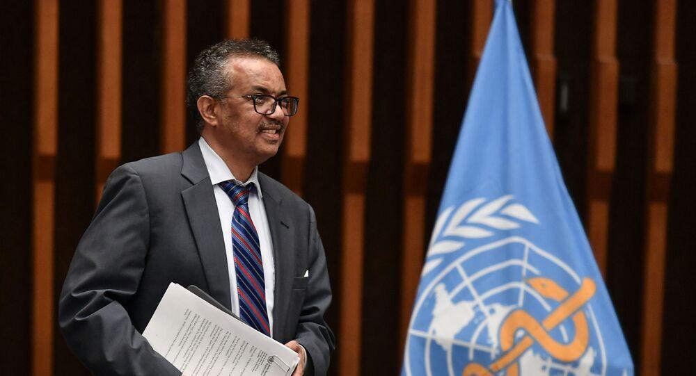 Il Direttore Generale dell'Oms Tedros Adhanom Ghebreyesus arriva alla conferenza stampa organizzata dall'Associazione delle corrispondenti delle Nazioni Unite (ACANU) di Ginevra in mezzo al COVID-19 presso la sede dell'OMS a Ginevra in Svizzera il 3 luglio 2020. Fabrice Coffrini / Pool via REUTERS