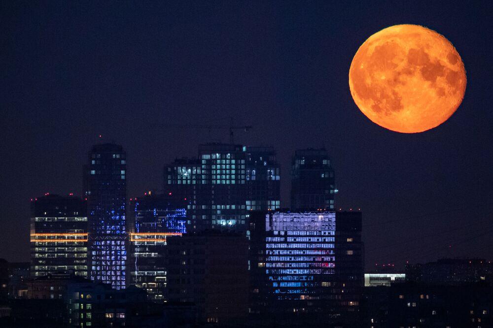 La Luna piena a Mosca.