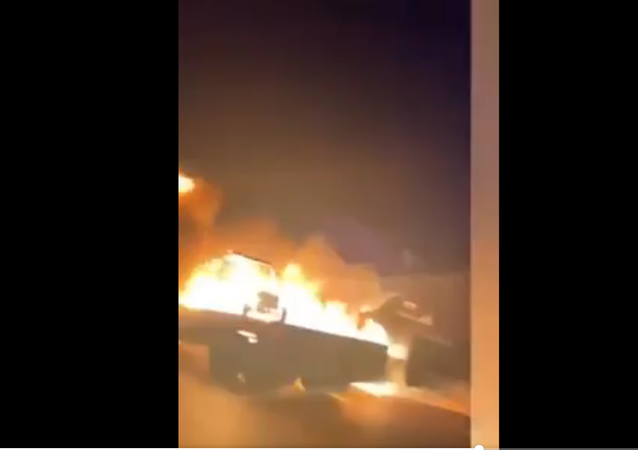 veicolo militare in fiamme in Iraq