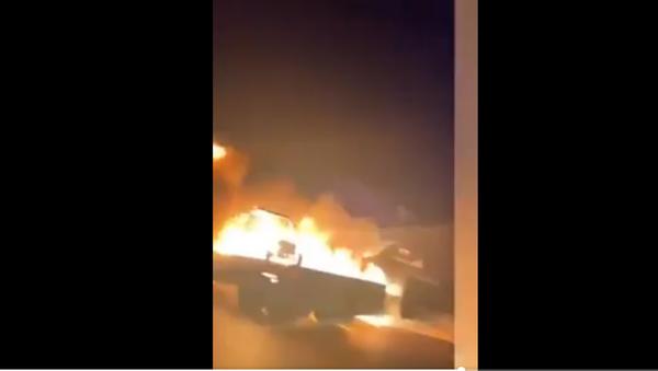 veicolo militare in fiamme in Iraq - Sputnik Italia