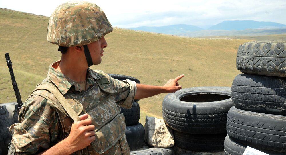 Soldato armeno della repubblica autoproclamata del Nagorno-Karabakh