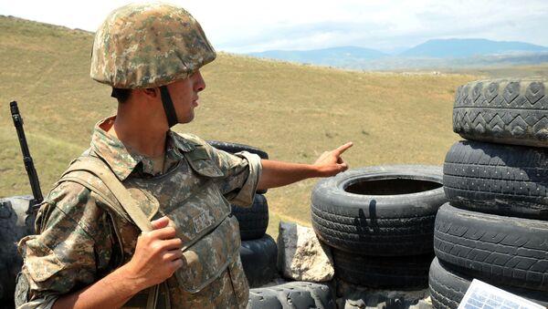 Soldato armeno della repubblica autoproclamata del Nagorno-Karabakh  - Sputnik Italia