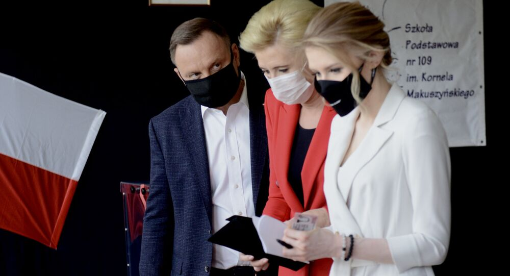 Il presidente Andrzej Duda con moglie e figlia