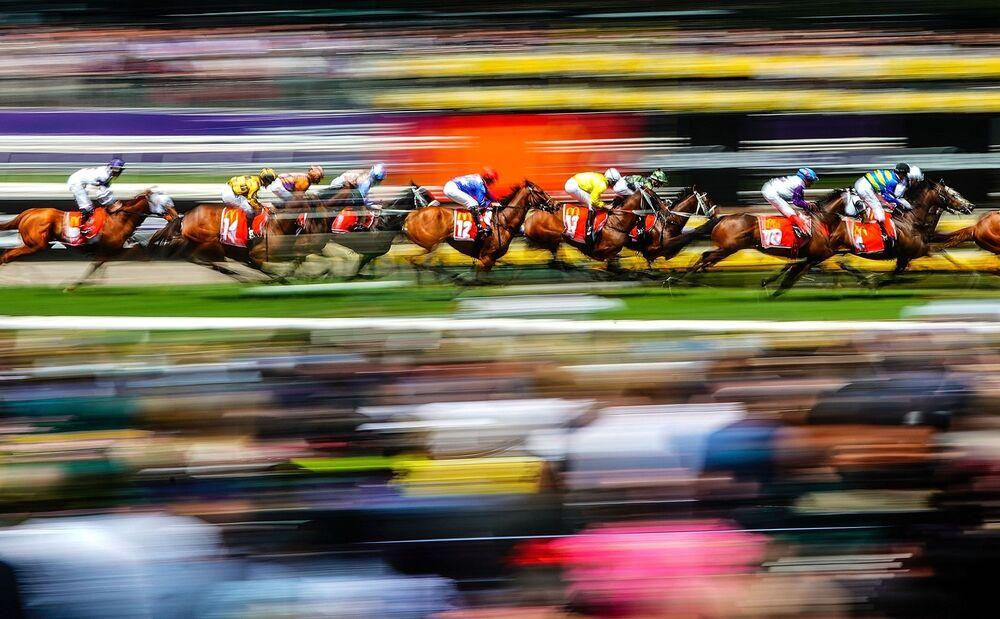 La fotografia Corsa di cavalli di Scott Barbour, vincitrice nella categoria Sport dei Sony Alpha Awards 2020