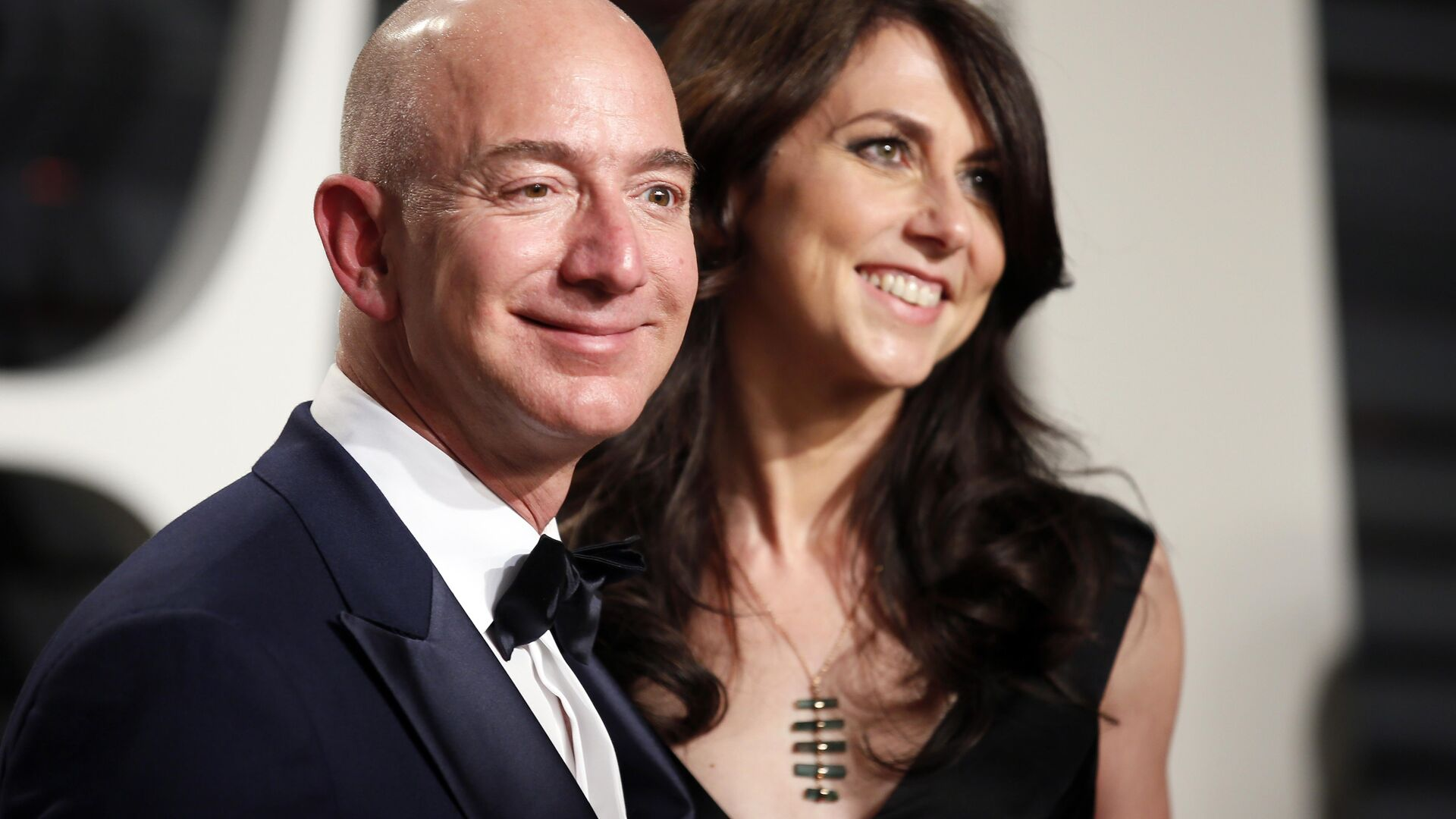 Jeff Bezos di Amazon e sua moglie MacKenzie Bezos. - Sputnik Italia, 1920, 03.02.2021