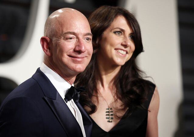 89th Academy Awards - Oscars Vanity Fair Party - Beverly Hills, California, U.S. - 26/02/17 – Amazon's Jeff Bezos and his wife MacKenzie Bezos.