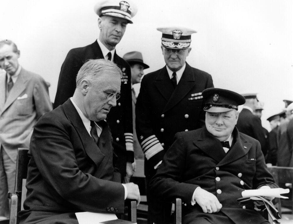 Il presidente degli Stati Uniti Franklin D. Roosevelt e il primo ministro britannico Winston Churchill durante la conferenza di cinque giorni in Canada, il 10 agosto 1941