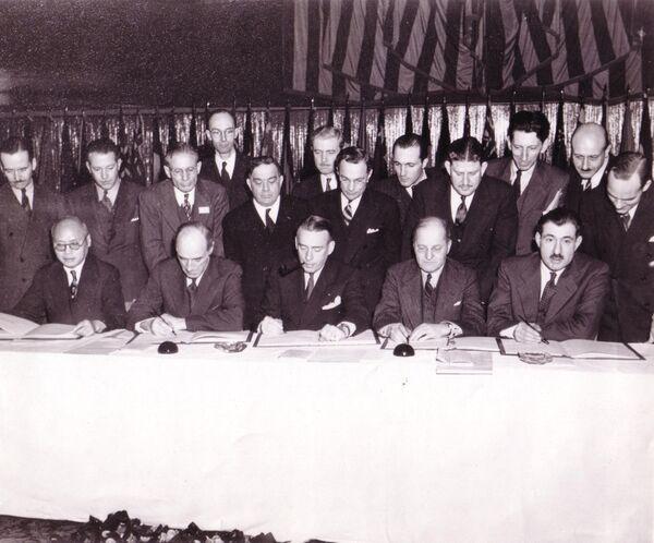 Firma dell'accordo che fonda L'Organizzazione internazionale dell'aviazione civile (ICAO) a Chicago nel 1944 - Sputnik Italia