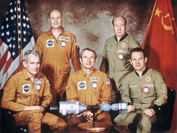 Gli equipaggi della missione spaziale Apollo - Soyuz - Sputnik Italia