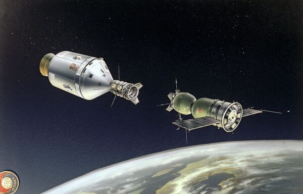 Attracco delle navicelle spaziali Soyuz - Apollo. Disegno di A. Kachugin. - Sputnik Italia