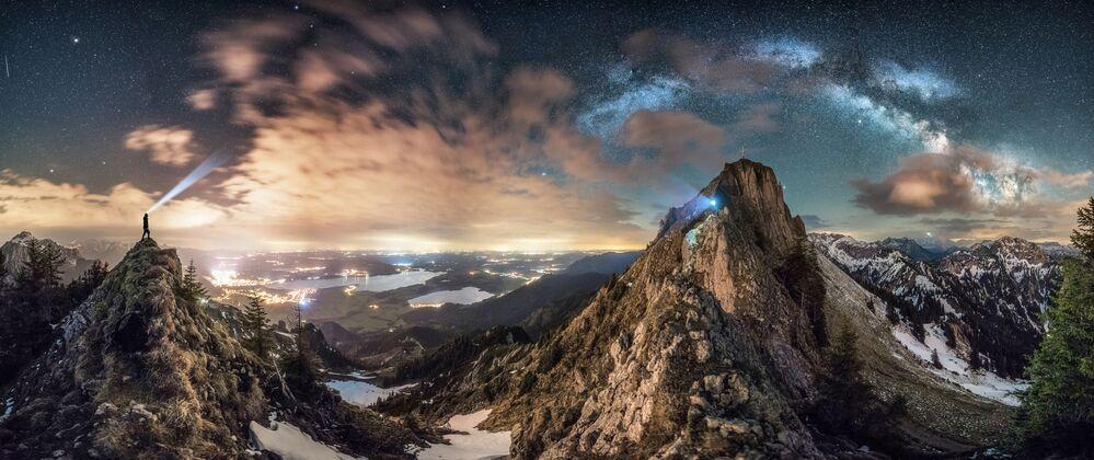 La foto L'incontro del fotografo tedesco Nicolai Brügger, Insight Investment Astronomy Photographer 2020