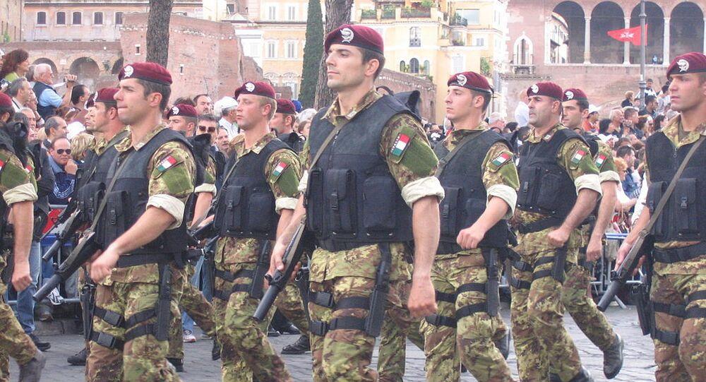 Reggimento paracadutisti Col Moschi, forze speciali dell'esercito italiano, durante la parata della festa della Repubblica, Roma 2 giugno 2007