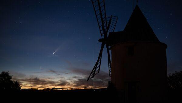 Комета C/2020 F3 (NEOWISE) над Францией - Sputnik Italia