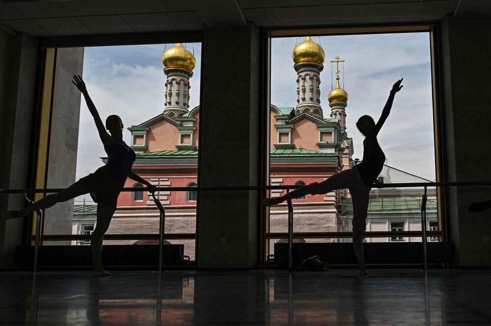 Le artiste del balletto alle prove al teatro Balletto di Cremlino, Mosca.
