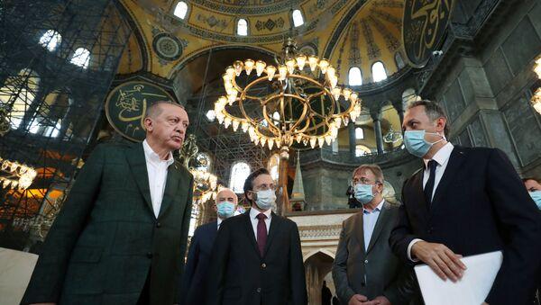 Il presidente turco Recep Tayyip Erdogan ha visitato la Basilica di Santa Sofia  - Sputnik Italia
