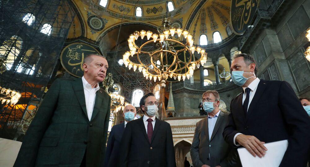 Il presidente turco Recep Tayyip Erdogan ha visitato la Basilica di Santa Sofia