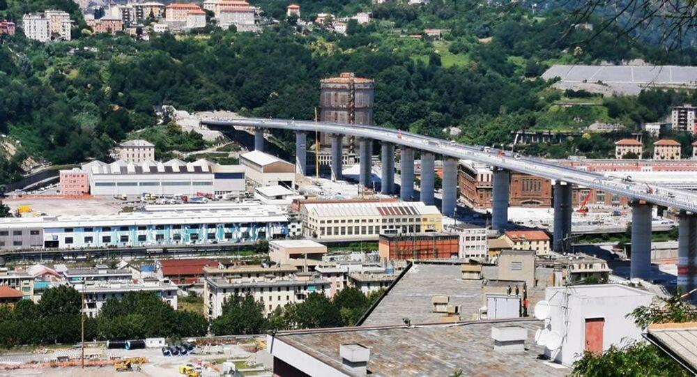 Vista sul nuovo ponte di Genova