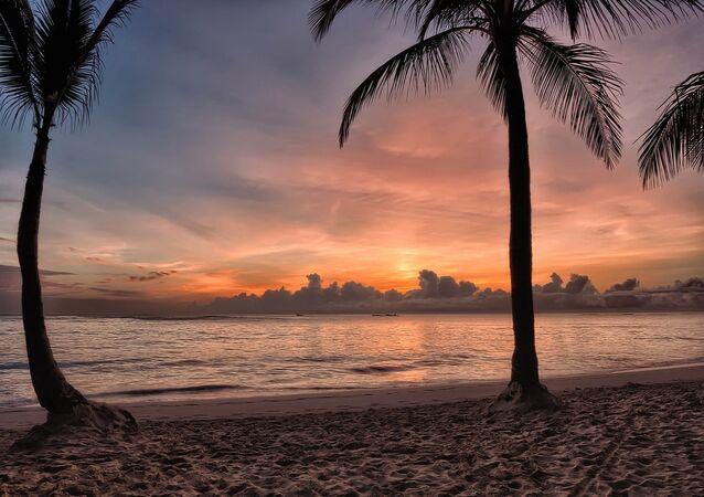 Spiaggia ai Caraibi al tramonto