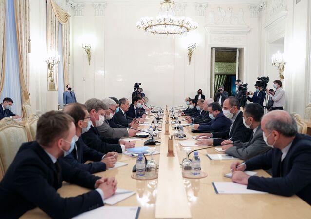 Incontro tra ministro Esteri russo Sergey Lavrov e ministro Esteri iraniano Mohammad Javad Zarif a Mosca