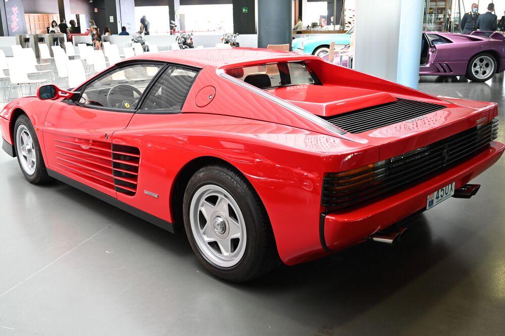 Una Ferrari Testarossa al Museo dell'auto di Torino