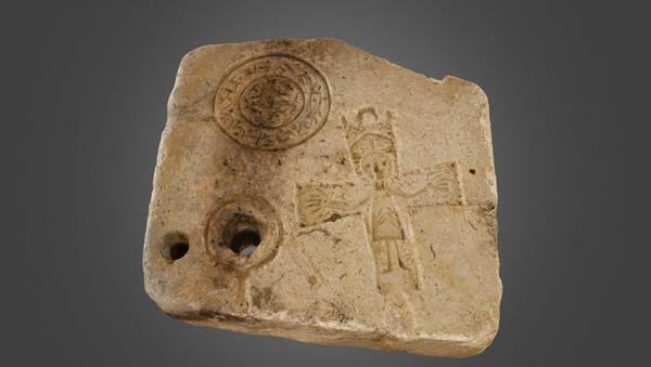 Archeologi trovano uno stampo per gioielli cristiani vecchio 1.000 anni - Sputnik Italia