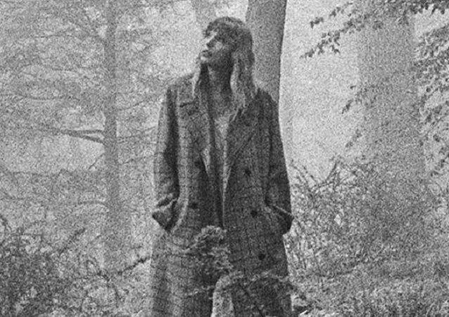 Taylor Swift, la copertina di 'folklore'