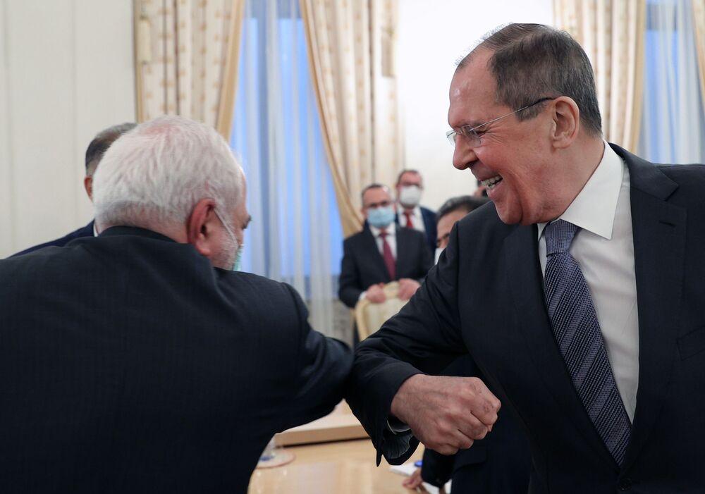 Il ministro degli Esteri russo Sergey Lavrov e il ministro degli Esteri della Repubblica Islamica dell'Iran Muhammad Javad Zarif durante un incontro a Mosca