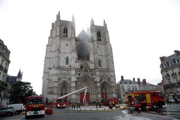 L'incendio nella cattedrale di San Pietro e Paolo di Nantes, Francia - Sputnik Italia