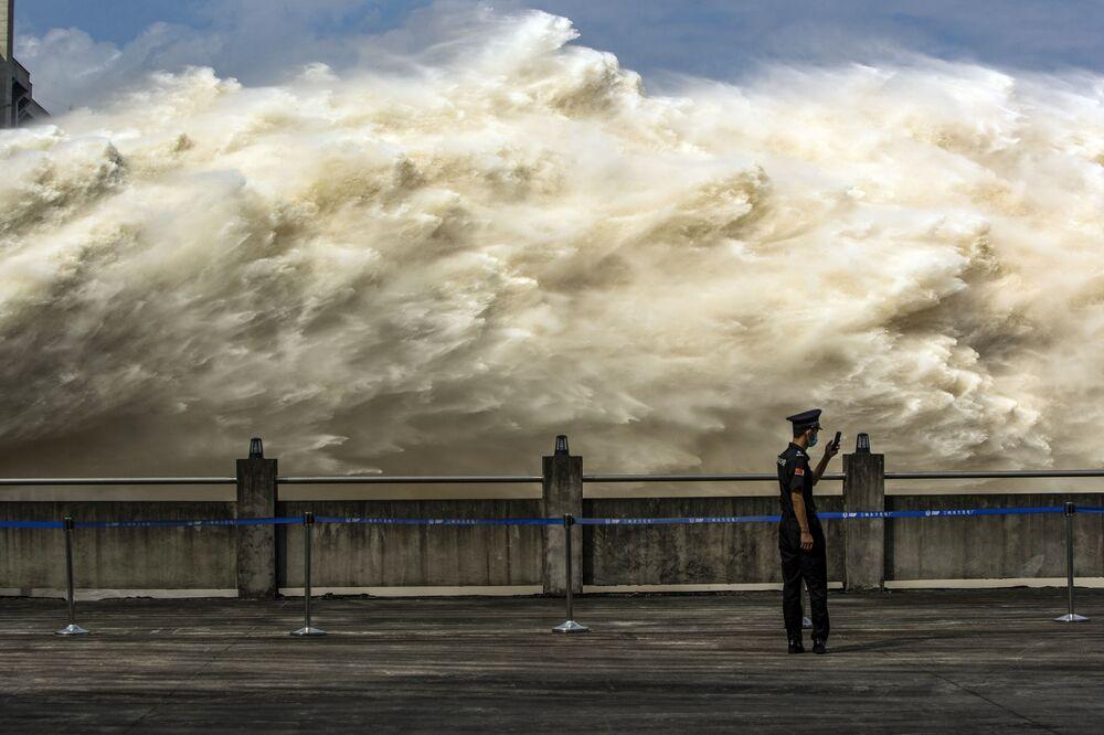 Esondazione dello Yangtze supera la diga delle Tre Gole in Cina