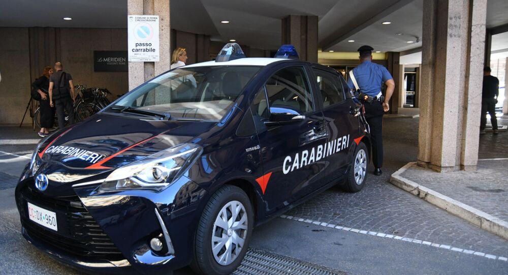 La macchina di carabinieri
